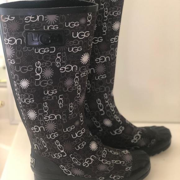 c6428a0bc383 MARK🔻🆕UGG Australia Multi Logo Tall Rubber Boots.  M 5c1a2533f63eea056e54abe5